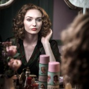 Eleanor Tomlinson - galeria zdjęć - Zdjęcie nr. 11 z filmu: Próba niewinności