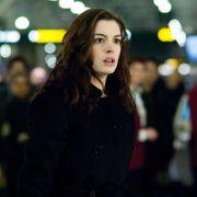 Anne Hathaway - galeria zdjęć - Zdjęcie nr. 3 z filmu: Ocaleni