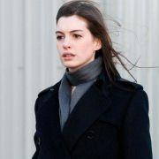 Anne Hathaway - galeria zdjęć - Zdjęcie nr. 4 z filmu: Ocaleni