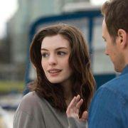 Anne Hathaway - galeria zdjęć - Zdjęcie nr. 13 z filmu: Ocaleni