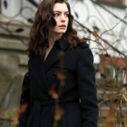 Anne Hathaway - galeria zdjęć - Zdjęcie nr. 21 z filmu: Ocaleni