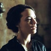 Bérénice Bejo - galeria zdjęć - Zdjęcie nr. 1 z filmu: Dzieciństwo wodza