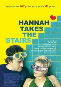 Hannah wchodzi po schodach