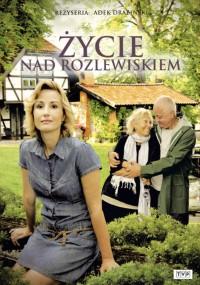 Życie nad rozlewiskiem (2011) plakat