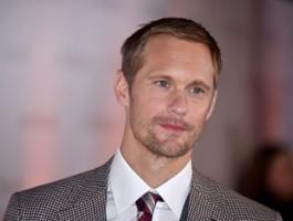Alexander Skarsgård w obsadzie debiutu reżyserskiego Rebeki Hall