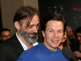 BIULETYN: Lionsgate przejmuje psi projekt Wahlberga i Kormákura