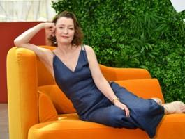 """Lesley Manville nową księżniczką Małgorzatą w """"The Crown"""""""