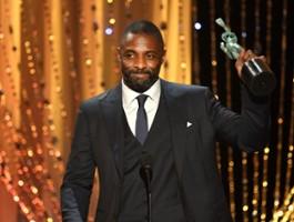 """Idris Elba kontra lew. Autor """"Everestu"""" kręci survival na sawannie"""