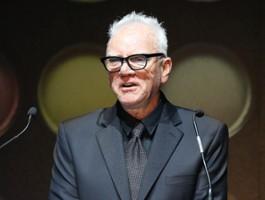 Malcolm McDowell zmierzy się z mściwymi duchami