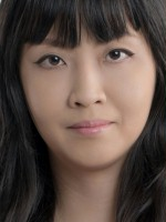 Flora Cheung covers Cosmopolitan | China Entertainment News