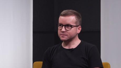 """Kadr z video """"W lesie dziś nie zaśnie nikt"""": jak powstawał pierwszy polski slasher"""