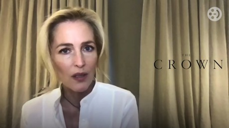 "Kadr z video Gillian Anderson opowiada nam o roli Margaret Thatcher w ""The Crown"""
